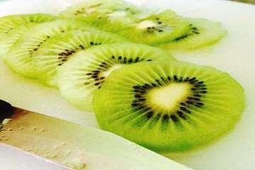 Cách ngâm rượu trái kiwi